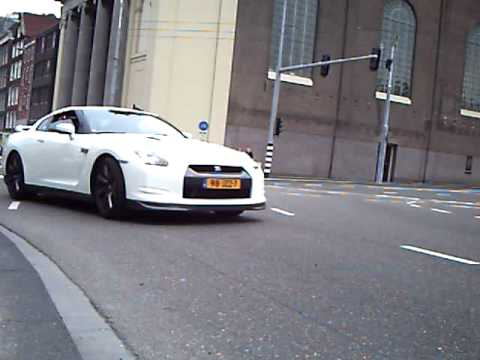 Nissan GT-R Accelerate for the second time In Amsterdam At the Gumball 3000